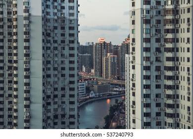 30th floor / skyscraper alley