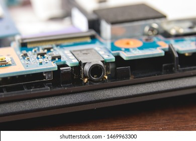 3.5 mm jack connect on a laptop motherboard
