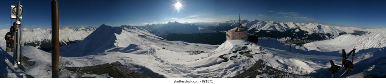 360 degree panorama from the top of the Jakobshorn mountain in Davos, Switzerland.