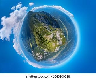 360 Grad Panoramasicht auf die Berge von Piatra Craiului in Transsilvanien, Rumänien