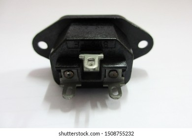 3-pin plug socket, AC 220V mounted on the box.