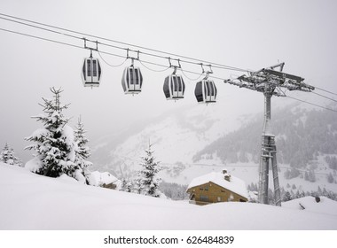 4 gondolas in snow, Mottaret, France
