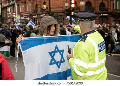 4th November 2017, London, United Kingdom:-Pro Isreali protester confronts a metropolitan police officer at a pro Palestine rally