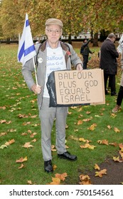 4th November 2017, London, United Kingdom:-Pro isreali protester attends a pro palestine protest outside the US embassy in London