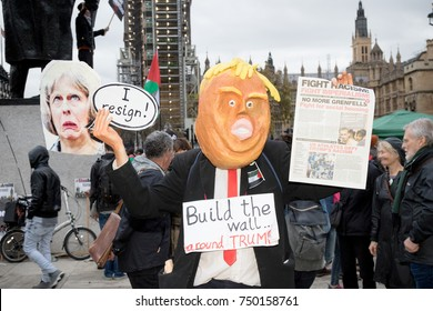 4th November 2017, London, United Kingdom:-Man dressed as Donald Trump at a pro palestine protest