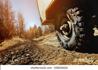 4x4 car concept with big offroad wheel