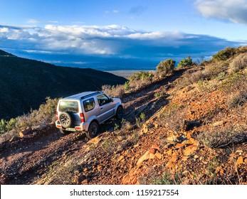 4x4 on dirt road
