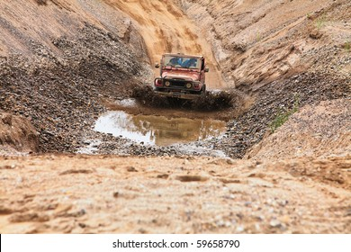 4x4 suv offroading