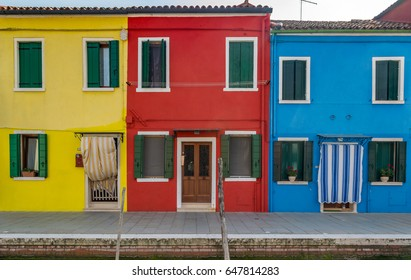 4x6 Colorful buildings in Burano, Italy.