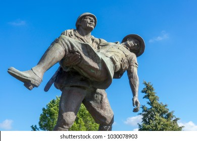 5 Feb 2018 Monument of a Turkish soldier carrying wounded Anzac soldier at Canakkale (Dardanelles) Martyrs' Memorial, Turkey.