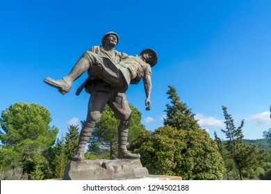 5 Feb 2018 Monument of a Turkish soldier carrying wounded Anzac soldier at Canakkale (Dardanelles) Martyrs' Memorial, Turkey