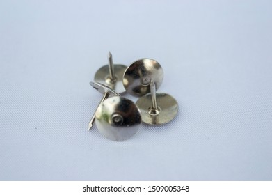 5 units Upside-Down Metal thumb tack on white background