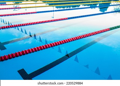 50m Olympic Outdoor Pool Corridor Cables Floating and Calm Water