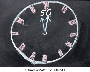 5G clock sign on blackboard