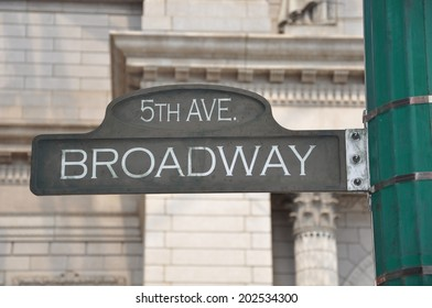 5th Avenue Broadway sign