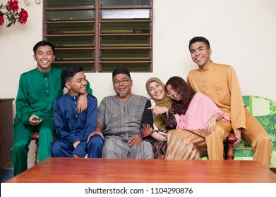 5th July 2016,Pahang,Malaysia.Happy big family during Eid Fitr celebration.Happy family during hair rays aidilfitri.