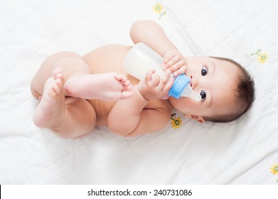 6 month baby milk eating bottle