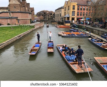 7 April 2018 . Cam river University of Cambridge, Cambridge United Kingdom. Tourist come to Cambridge for sightseeing and punting
