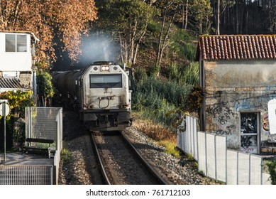 72/5000 train passing through a small town before reaching the station