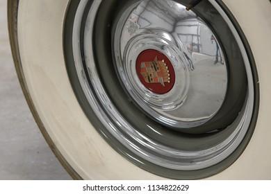 7/7/18 Near Palm Springs California Cadillac emblem on hubcap of 1939 Cadillac