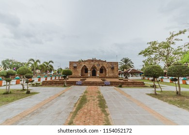 8 August 2018. Thailand Pattani. Tourists come to watch.The Krue sae mosque. The monument is paired with a long history a lot of Pattani. For Muslim religious ceremony.