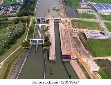 8 September 2018, Nieuwegein, Holland. Aerial view of construction site at lock Prinses Beatrixsluis in the province of Utrecht. The sluice in the canal Amsterdam-Rijnkanaal will be finished in 2019.