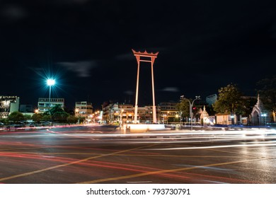 At  8.00 pm on January 14 , 2018 , at the swing of Bangkok ,the car was very attached