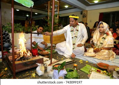 8th October 2017 Guwahati, Assam, India. Bride and groom taking oath in front of fire in an Assamese marriage ceremony.