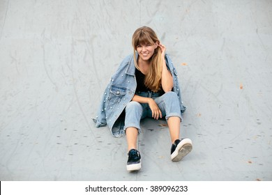90's style girl in the skatepark