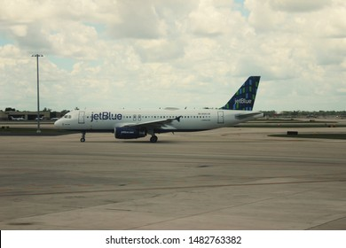 9th August 2019. Philadelphia airport. Pennsylvania. Side view of Jet blue airbus 321 taxing in terminal 3.