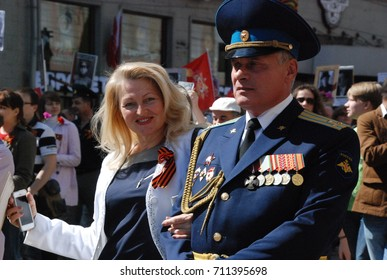 9th of May 2015 - Decorated military person and his female companion in the Immortal Regiment Moscow