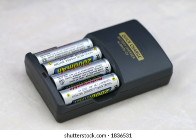 A AA / AAA Battery Charger for Nickel Metal Hydride (Ni-MH) and Nicel Cadmium (Ni-Cd) rechargeable batteries with four (4) AA 200mAh batteries installed.