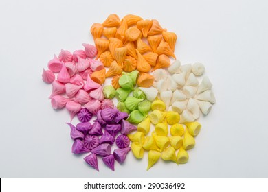 Aalaw candy. a sweet pastry made of flour. The outer skin is brown solid. In a viscous dough So usually small multi-colored sweetly scented.
