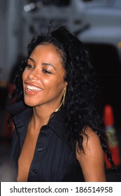 Aaliyah at the premiere of THE OTHERS, NYC, 8/2/2001