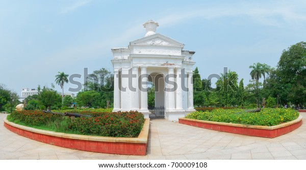 Aayi Mandapam (Park Monument) is a white monument in Pondicherry, India