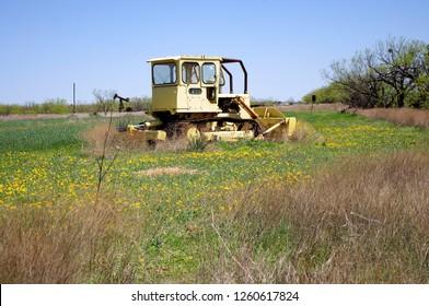 Abandon Catepillar bulldozer in field