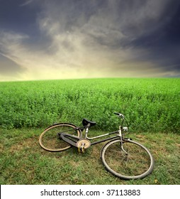 abandoned bike in the countryside