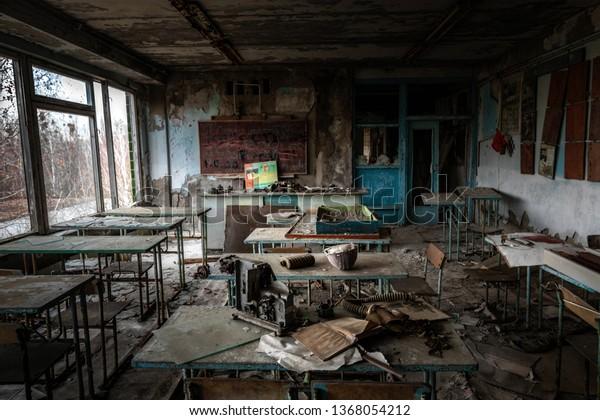 Salle de classe abandonnée à l'école numéro 5 de Pripyat, zone d'exclusion de Tchernobyl 2019
