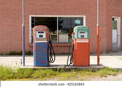 Abandoned and closed vintage fuel pump with garage  at petrol station. / Abandoned Fuel Pump