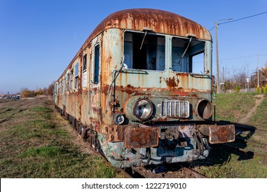 Abandoned diesel railbus SN61 with cars