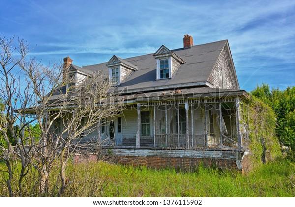 abandoned-farmhouse-rural-south-carolina