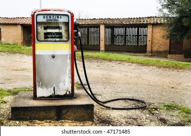 8c543f1fcb7488 Abandoned gas pump in the italian countryside