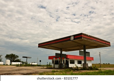 Abandoned gas station and/or truck stop in rural USA