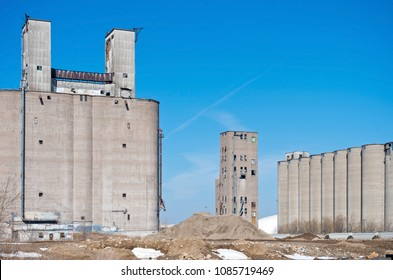 abandoned grain elevators and silos in industrial area of minneapolis minnesota hennepin county
