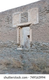 Abandoned house in Greece - Slowly turning into a pile of stones