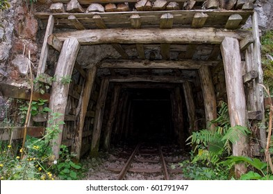 Abandoned Mine Shaft Images, Stock Photos & Vectors