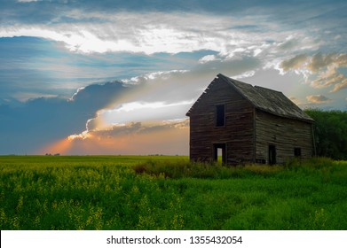 Abandoned old farm house in the prairies