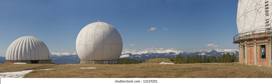 Abandoned old radar system on national monitor system for weather forecast.