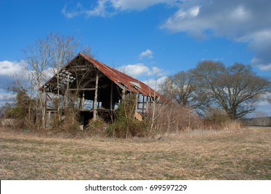 Abandoned Pole Barn in Alabama