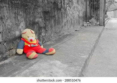 Abandoned teddy bear in a poor district of Rio